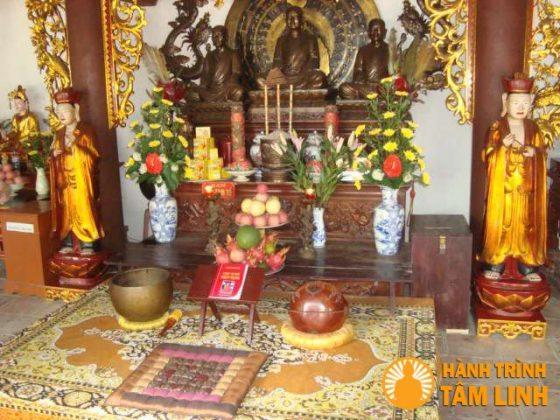 Bên trong chùa Bí Thượng