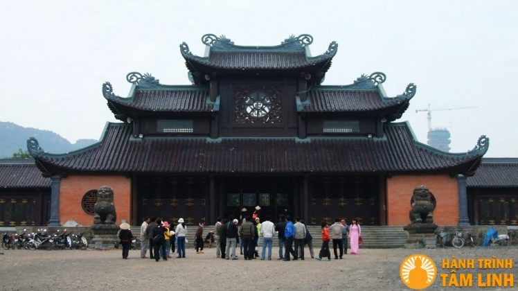 Cổng tam quan nội chùa Bái Đính được hoàn thành