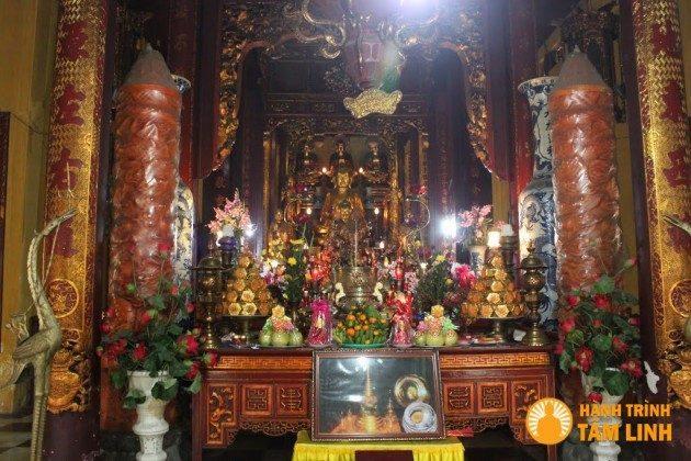 Chánh điện chùa Quán Sứ (Hà Nội)
