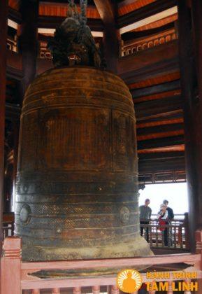 Chuông đồng chùa Bái Đính (Ninh Bình)