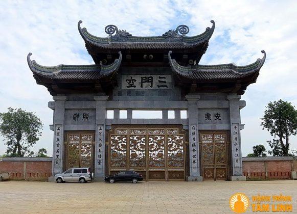Cổng chùa Bái Đính