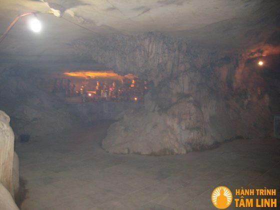 Hang tối chùa cổ Bái Đính