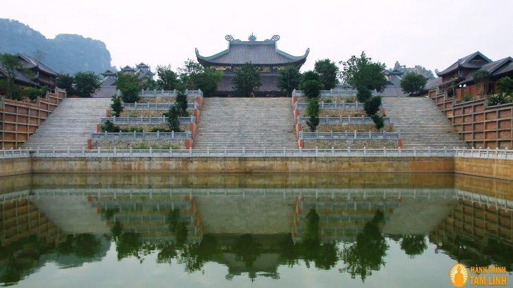Hồ phóng sinh chùa Bái Đính