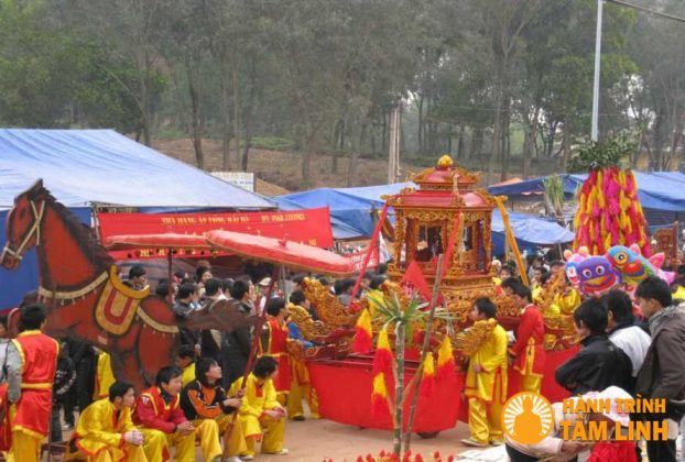 Lễ rước trải hội đền Gióng (Sóc Sơn)