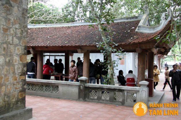 Nơi sắp lễ cũ chùa Suối Tắm