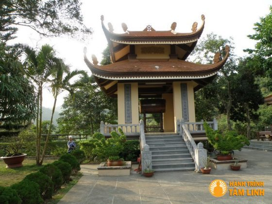 Tháp Trống chùa Lân