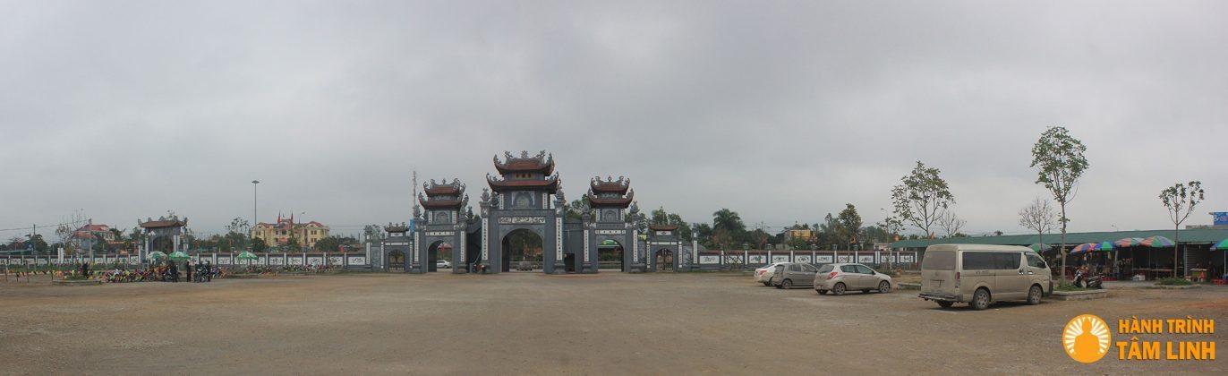 Toàn cảnh bên ngoài chùa Trình (Yên Tử)