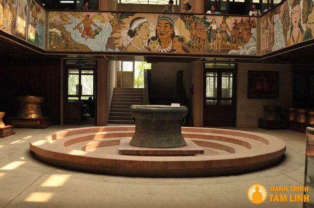 Bên trong viện bảo tàng Hùng Vương (Việt Trì,Phú Thọ)