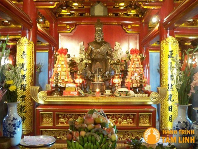 Chính điện đền thờ Đức Quốc Tổ Lạc Long Quân đền Hùng (Việt Trì,Phú Thọ)
