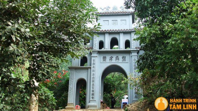 Cổng chùa cổ Bái Đính