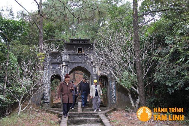 Cổng Tam Quan chùa Cầm Thực