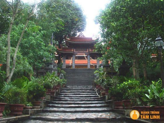 Cổng Tam Quan chùa Lân