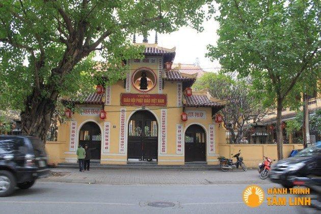 Cổng tam quan chùa Quán Sứ (Hà Nội)