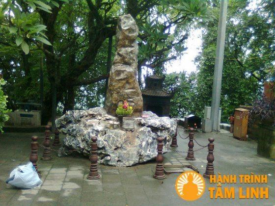 Cột đá thề đền Hùng (Việt Trì,Phú Thọ)