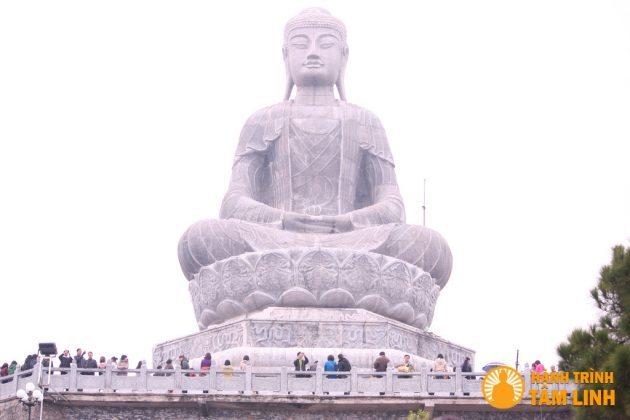 Đại tượng phật A Di Đà