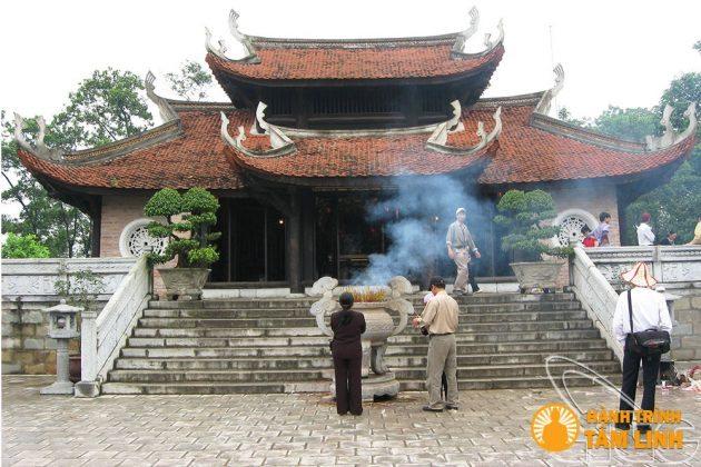Đền thờ tổ mẫu Âu Cơ đền Hùng (Việt Trì,Phú Thọ)