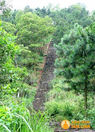 Đường lên núi Vệ Linh đền Gióng (Sóc Sơn, Hà Nội)