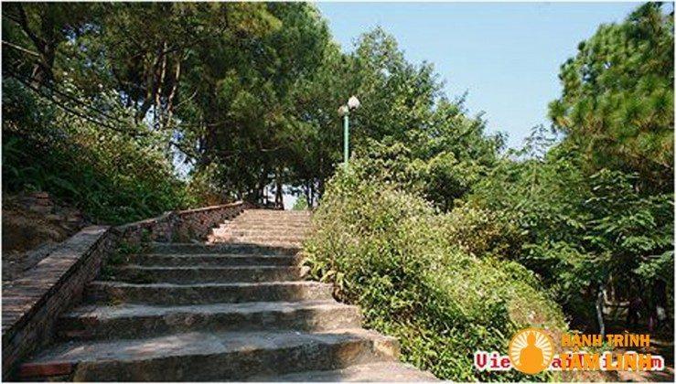 Đường lên đỉnh núi chùa Phật Tích (Tiên Du,Bắc Ninh)