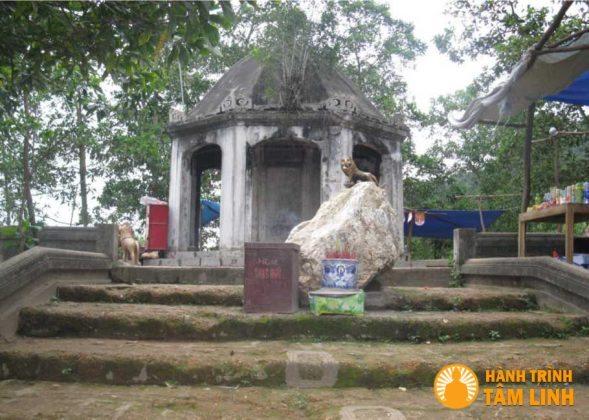 Lăng bia tám mặt đền Gióng (Sóc Sơn,Hà Nội)