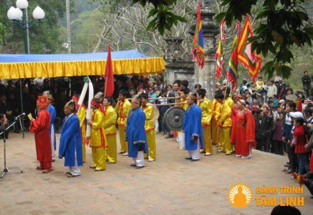 Lễ rước ngà voi hội Gióng (Sóc Sơn)