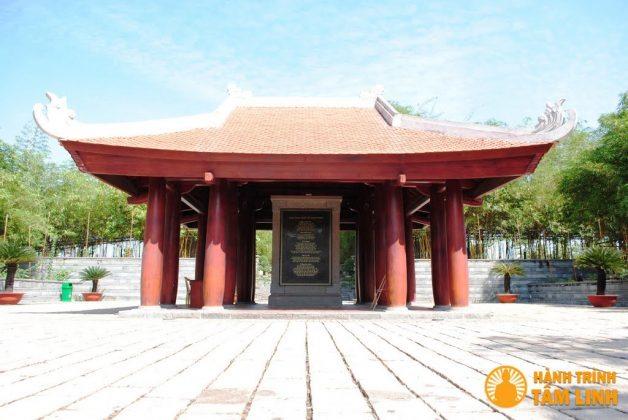 Nhà Quan Cư đền Hùng (Việt Trì,Phú Thọ)
