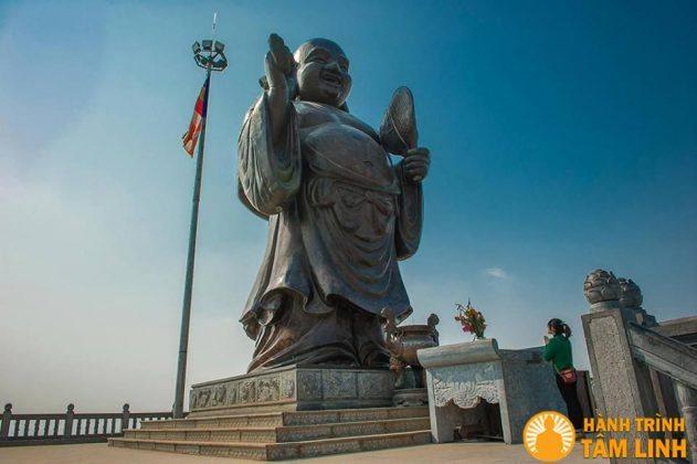 Phật di lặc bằng đồng chùa Bái Đính