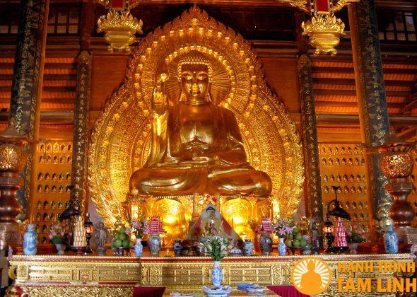 Tượng phật thích ca mâu ni ở điện pháp chủ chùa Bái Đính