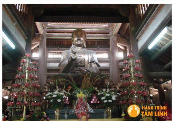 Tượng phật tổ tại chùa non nước đền Gióng (Sóc Sơn,Hà Nội)