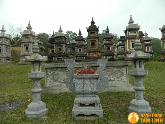 Vườn tháp chùa Bổ Đà