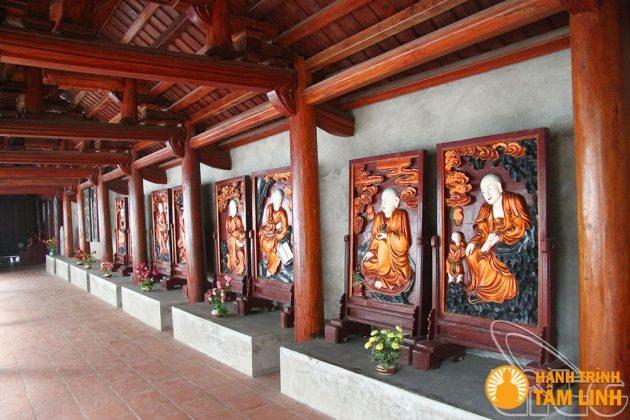 Các vị la hán bên hành lang chùa Trăm Gian ( Chương Mỹ, Hà Nội )