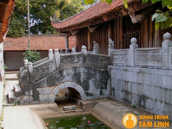 Cầu Đá chùa bút tháp