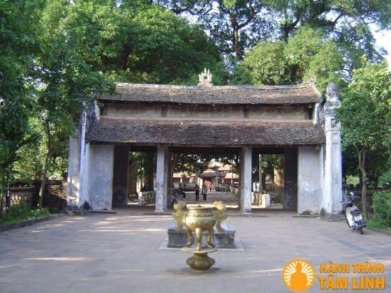 Cổng tam quan trong chùa Láng - Hà Nội