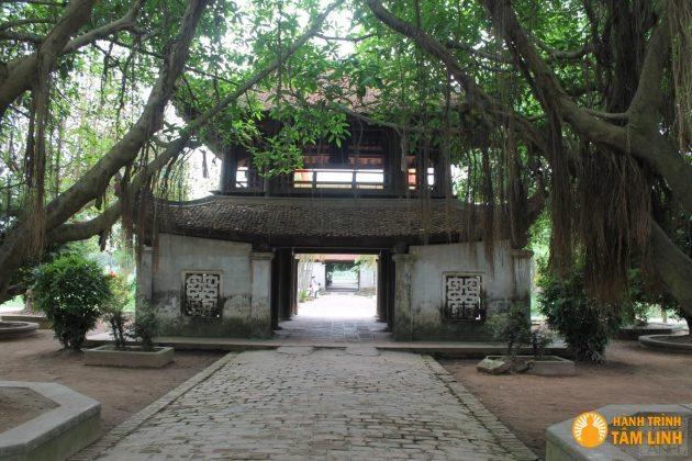 Cổng vào chùa Bút Tháp