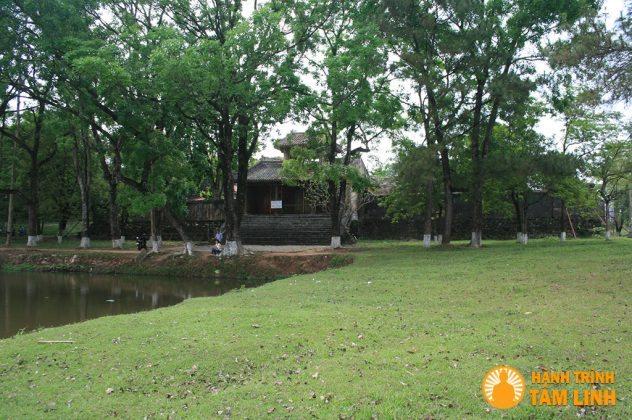 Lăng Đồng Khánh - Cụm di tích ngoài kinh thành Huế