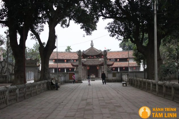 Lỗi vào cổng thứ 3 của chùa