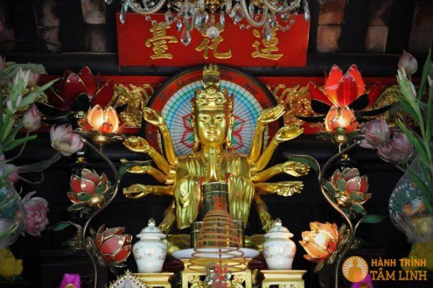 Phật bà trong chùa Một Cột