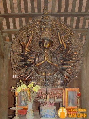 Thượng phật bà thiên thủ thiên nhãn chùa Bút tháp
