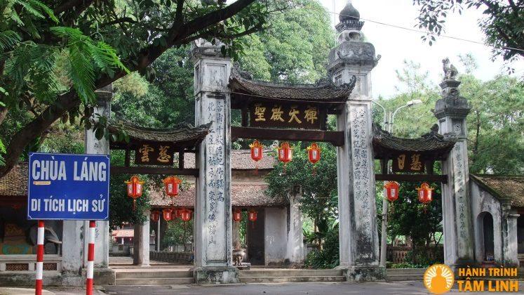 Cổng tam quan ngoài chùa Láng - Hà Nội