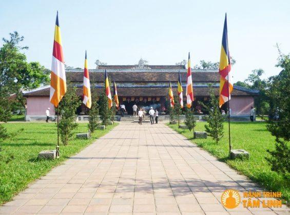 Điện Đại hùng chùa Thiên Mụ ( Thành phố Huế )
