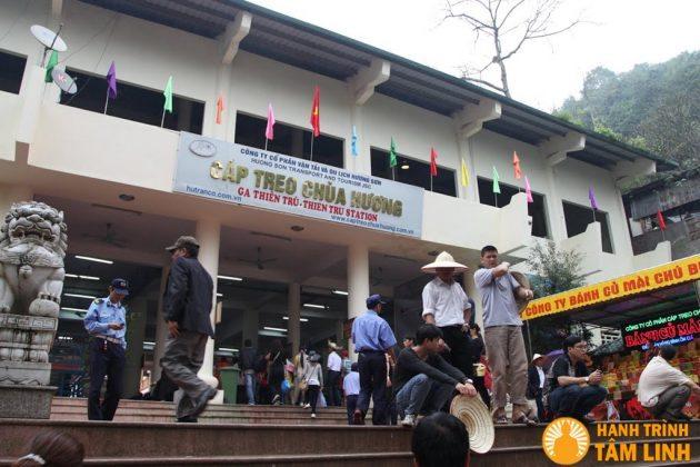 Ga cáp treo chùa Hương