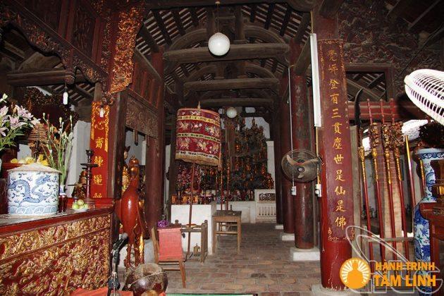 Phía bên trong chính điện - Chùa Láng ( Hà Nội )