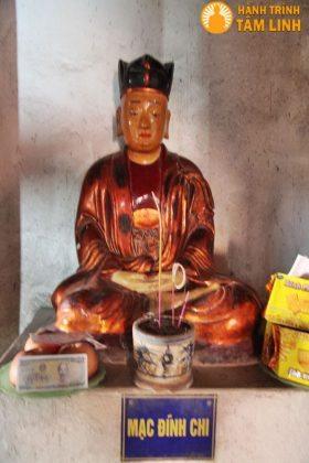Tượng Mạc Đĩnh Chi ở trong chùa