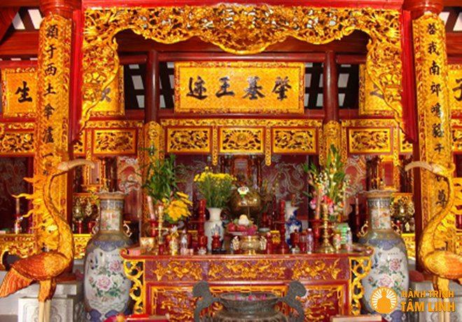 Bàn thờ tổ tiên của  người Việt