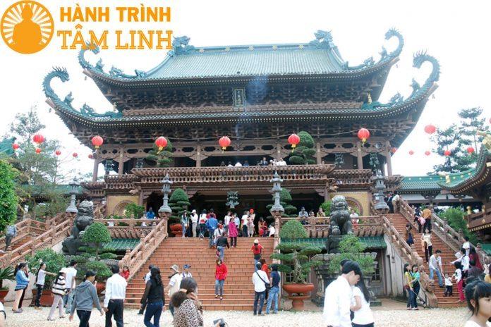 Đi chùa lễ Phật đầu năm