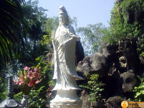 Tượng Bồ Tát chùa Hoằng Pháp