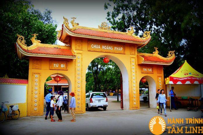 Cổng chùa Hoằng Pháp