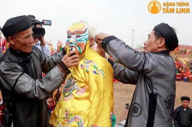 Cụ ông cao tuổi được đóng vai vua Lê Đại Hành trong buổi lễ
