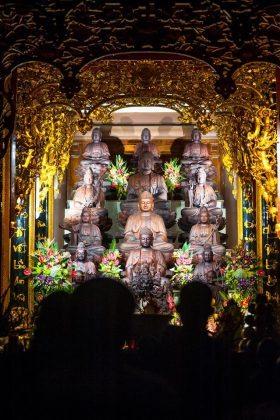 Điện thờ trang nghiêm tại chánh điện chùa Đại Tuệ