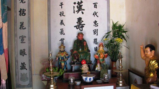 Bàn thờ Quan Thánh Đệ Quân chùa Thiên Tứ