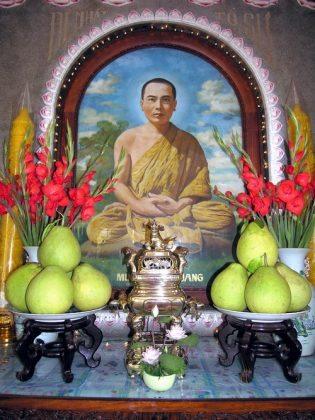 Bàn thờ tổ sư chùa Tịnh Xá